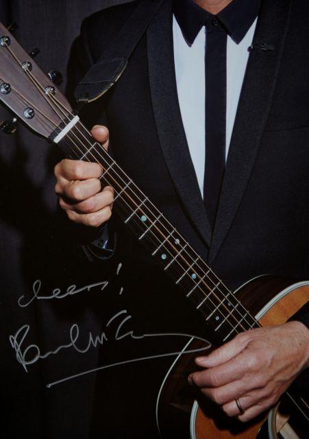 The Beatles Polska: Autograf Paula sprzedany na cele charytatywne.